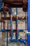 Υδραυλικά στο υπόγειο Στοκ εικόνα με δικαίωμα ελεύθερης χρήσης