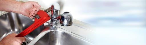 Υδραυλικός με το γαλλικό κλειδί Στοκ εικόνα με δικαίωμα ελεύθερης χρήσης