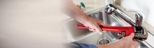 Υδραυλικός με το γαλλικό κλειδί Στοκ Εικόνα