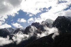 Υδρονέφωση και σύννεφα μεταξύ των βουνών Trentino, Ιταλία Στοκ Φωτογραφία
