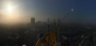 Υδρονέφωση πρωινού πέρα από το Λονδίνο από 80m επάνω ένας γερανός πύργων Στοκ εικόνα με δικαίωμα ελεύθερης χρήσης