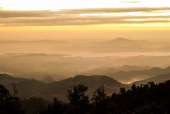 Υδρονέφωση πρωινού στο βουνό - Khun Sathan, γιαγιά Στοκ φωτογραφία με δικαίωμα ελεύθερης χρήσης
