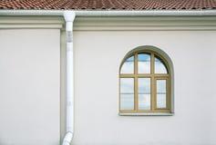 Υδρορροή με το παράθυρο στοκ εικόνες με δικαίωμα ελεύθερης χρήσης