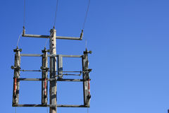 Υδρο δύναμη μπλε ουρανού πύργων δύναμης Στοκ Εικόνες