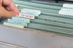 Φάκελλοι αρχείων σε ένα ντουλάπι αρχειοθέτησης Στοκ Φωτογραφία