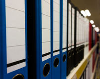 Φάκελλοι για τη στάση εγγράφων σε μια σειρά Στοκ εικόνα με δικαίωμα ελεύθερης χρήσης