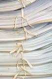 Φάκελλος εγγράφων σε ένα ράφι. Στοκ φωτογραφία με δικαίωμα ελεύθερης χρήσης