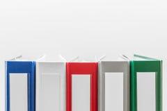 Φάκελλοι σε μια σειρά που κεντροθετείται Στοκ Εικόνες