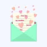Φάκελος με την επιστολή αγάπης και καρδιές που πετούν γύρω Στοκ φωτογραφία με δικαίωμα ελεύθερης χρήσης
