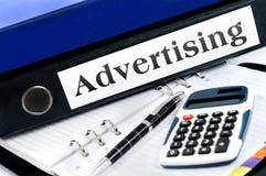 Φάκελλος με τη διαφήμιση στοκ φωτογραφίες