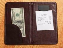 Φάκελλος με το λογαριασμό και τα χρήματα Στοκ Εικόνες