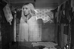 Φάντασμα σε ένα δωμάτιο Στοκ φωτογραφίες με δικαίωμα ελεύθερης χρήσης