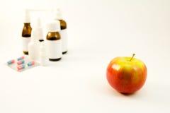 Φάρμακα και φρούτα Στοκ φωτογραφία με δικαίωμα ελεύθερης χρήσης