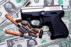 Φάρμακα, χρήματα και ένοπλη βία Στοκ εικόνα με δικαίωμα ελεύθερης χρήσης