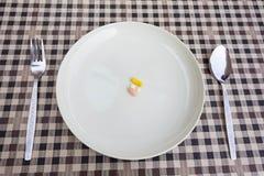 Φάρμακο στο πιάτο Στοκ Φωτογραφίες