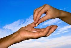 φάρμακο χεριών γιαγιάδων κ Στοκ Φωτογραφία