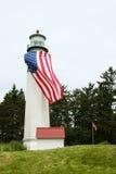 Φάρος με τη μεγάλη αμερικανική σημαία Στοκ Εικόνες