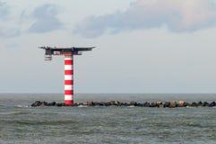 Φάρος με το heliplatform στη Βόρεια Θάλασσα κοντά στην είσοδο του λιμένα του Ρότερνταμ στοκ φωτογραφία με δικαίωμα ελεύθερης χρήσης