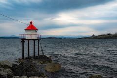 Φάρος στο φιορδ στη Νορβηγία στοκ φωτογραφίες με δικαίωμα ελεύθερης χρήσης