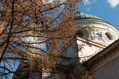 Φέουδο Arkhangelskoe Κιονοστοιχία ναός-τάφων Άνοιξη στο πάρκο Στοκ φωτογραφία με δικαίωμα ελεύθερης χρήσης