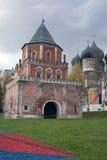Φέουδο Izmailovo στη Μόσχα Καθεδρικός ναός Interseccion και πύργος γεφυρών Στοκ Φωτογραφίες