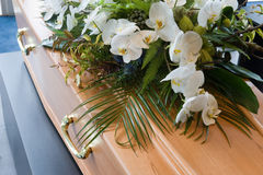 Φέρετρο στο νεκροτομείο Στοκ Φωτογραφία