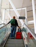 Φέρνοντας αποσκευές ατόμων στον αερολιμένα του Τορόντου PEARSON Στοκ φωτογραφία με δικαίωμα ελεύθερης χρήσης