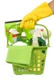 Φέρνοντας πράσινες καθαρίζοντας προμήθειες στοκ εικόνες