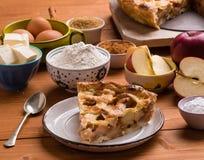 Φέτα πιτών της Apple με τα συστατικά Στοκ Εικόνες