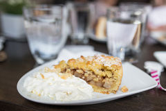 Φέτα της κατ' οίκον γίνοντης πίτας μήλων Στοκ εικόνα με δικαίωμα ελεύθερης χρήσης