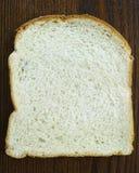 Φέτα του άσπρου ψωμιού Στοκ εικόνα με δικαίωμα ελεύθερης χρήσης