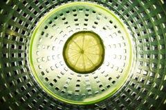 φέτα του ασβέστη στο κέντρο της σύνθεσης Στοκ εικόνες με δικαίωμα ελεύθερης χρήσης