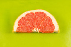 Φέτα του γκρέιπφρουτ στοκ εικόνα με δικαίωμα ελεύθερης χρήσης