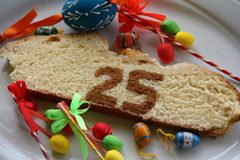 Φέτα του κέικ 25 Πάσχας στοκ φωτογραφίες