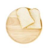 Φέτα του καφετιού ψωμιού ξύλινο breadboard στοκ εικόνα