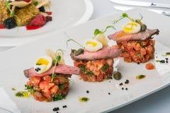 Φέτα του μοσχαρίσιου κρέατος με τα λαχανικά Στοκ εικόνα με δικαίωμα ελεύθερης χρήσης