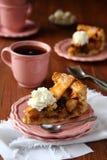 Φέτα του σπιτικού ολλανδικού κέικ μήλων  Στοκ εικόνα με δικαίωμα ελεύθερης χρήσης