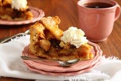 Φέτα του σπιτικού ολλανδικού κέικ μήλων  Στοκ φωτογραφία με δικαίωμα ελεύθερης χρήσης