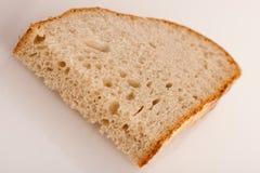 Φέτα του φρέσκου ψημένου ψωμιού φιαγμένου από δημητριακά flouer Στοκ Φωτογραφίες