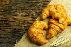 Φέτα ψωμιού Λευκό ψωμιού δάσος ψωμιού ψωμί στον πίνακα Ψωμί φ Στοκ φωτογραφία με δικαίωμα ελεύθερης χρήσης