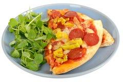 Φέτες καυτών και πικάντικων Pepperoni και της πίτσας πιπεριών Στοκ Φωτογραφίες