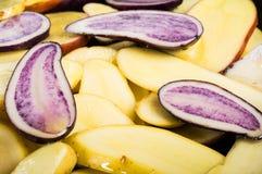 Φέτες πατατών στο τηγάνισμα του τηγανιού Στοκ φωτογραφία με δικαίωμα ελεύθερης χρήσης