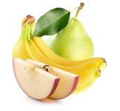 Φέτες της Apple, μπανάνες και πράσινο αχλάδι στην άσπρη πλάτη Στοκ φωτογραφία με δικαίωμα ελεύθερης χρήσης