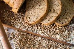 Φέτες του ακέραιου ψωμιού Στοκ εικόνες με δικαίωμα ελεύθερης χρήσης