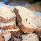 Φέτες του φυσικού ψωμιού Στοκ φωτογραφία με δικαίωμα ελεύθερης χρήσης