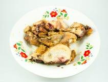 Φέτες του ψημένου κοτόπουλου στο πιάτο Στοκ Εικόνες