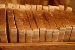 Φέτες του ψωμιού Η έννοια της διατροφής, υγεία Καλλιεργημένη και θολωμένο εικόνα υποβάθρου, του ψωμιού στοκ φωτογραφία με δικαίωμα ελεύθερης χρήσης