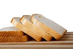 Φέτες του ψωμιού φρυγανιάς Breadboard στοκ φωτογραφία με δικαίωμα ελεύθερης χρήσης
