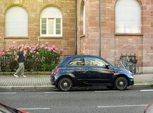 Φίατ 500 ανώτερο αυτοκίνητο ατόμων εμπορικών σημάτων αυτοκινήτων γιοτ RIVA admirre Στοκ φωτογραφίες με δικαίωμα ελεύθερης χρήσης