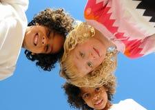 φίλες τρεις νεολαίες Στοκ φωτογραφία με δικαίωμα ελεύθερης χρήσης